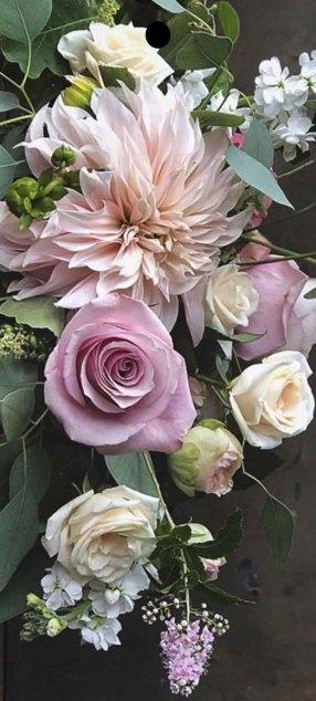 Skärbräda med blomsterbukett Anna Gouteva
